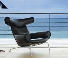 Poltrona Ox, Hans J. Wegner, 1960.  A Poltrona Ox é a essência de um design exclusivo e raro, um clássico imortal, Wegner criou a poltrona com um peso escultural que faz com que seja desde o seu nascimento em 1960, um item icônico na lista dos mobiliários mais desejados.
