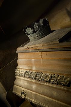 Burial Crown; Crypt of Barons