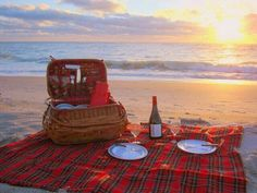 Sunset + picnic + beach = perfect ♡