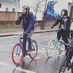 Fixie love on a wet morning  #GOSTYLEDOSE Your daily dose of London cycle street style by Jacqui Ma #cyclestyle #cyclechic #bikestyle #cyclestyle #eastlondon #hackney #whyibike #singlespeed #spaceforcycling #instabike #bicycles #fixie #bikeinthecity #bikepretty #mycommute #cyclist #wellplacedbike #streetstyle #baaw by goodordering