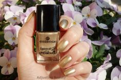 Review of Essence LE Lights of Orient Gold Nail Polish 01 Golden Gate to Orient