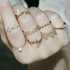 Fancy Jewellery, Gold Rings Jewelry, Jewelry Design Earrings, Hand Jewelry, Necklace Designs, Wedding Jewelry, Jewelry Accessories, Trendy Accessories, Pendant Earrings