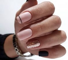The advantage of the gel is that it allows you to enjoy your French manicure for a long time. There are four different ways to make a French manicure on gel nails. Gold Nail Designs, Square Nail Designs, Nails Design, Cute Nails, Pretty Nails, Hair And Nails, My Nails, Golden Nails, Long Nail Art