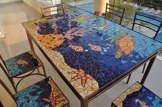 Mesa mosaico...la quiero Mosaic Pots, Mosaic Diy, Mosaic Glass, Mosaic Tables, Garden Mosaics, Tile Mosaics, Mosaic Ideas, Stone Mosaic, Stained Glass Patterns