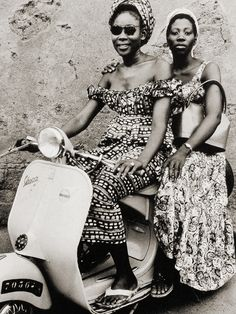 Well this one's not in color, but Africa sure makes some amazing textile patterns.  #ridecolorfully #vespa #yearofpattern