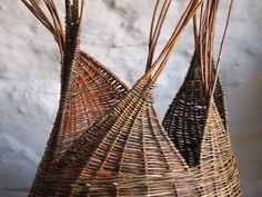Vannerie contemporaine, créative et sauvage. Stages vannerie 42 Rhône Alpes. Entre Lyon et Saint-Etienne. Parc du Pilat. Chartreuse de Sainte-Croix-en-Jarez.