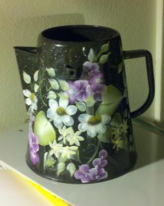 Flower coffee pot ~ Not a place setting, but a matching set would be lovely. One Stroke Painting, Feather Painting, Tole Painting, Painted Pots, Hand Painted, Painted Metal, Teapot Crafts, Teapot Cake, Trash Art