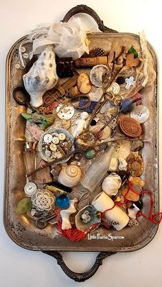 Vintage collection of curiosities--i have oodles of stuff like this! Shadow Box Art, Estilo Hippie, Nature Collection, Found Object Art, Displaying Collections, Collections Of Objects, Assemblage Art, Altered Art, Jewelry Crafts