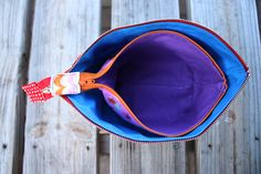 Zipper pouch that opens wide. Awesome tutorial!