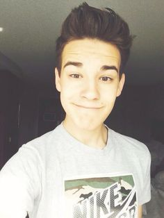 Fc:Jacob Whitesides)) Hey! Im Jacob but call me Jake. I'm 18 and single. So introduce!