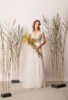 Rochie de mireasă a-line cu dantelă și decolteu în V Lace Wedding, Wedding Dresses, Couture, Modern, Collection, Fashion, Bride Dresses, Moda, Bridal Gowns