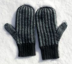 Knitting Patterns Men Manly mitts - Mens mittens with allover stranded design - by Elisabeth Morrison Knitted Mittens Pattern, Knitted Cat, Crochet Mittens, Knitted Gloves, Knit Or Crochet, Knitting Patterns Free, Fun Patterns, Free Pattern, Baby Hats Knitting