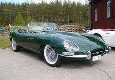My dream car: E Type Jaguar in British Racing Green Classic Sports Cars, Top Sports Cars, British Sports Cars, Sport Cars, Classic Cars, Jaguar Cabrio, Jaguar E Type 1961, Carros Jaguar, Austin Martin