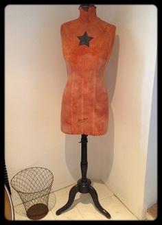 1000 images about mannequins de couture on pinterest. Black Bedroom Furniture Sets. Home Design Ideas