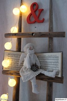 DIY tip — Rustic ladders from old hay poles. Rustic Ladder, Ladder Decor, Scandinavian Christmas, Interior Decorating, Winter, Miniatures, Xmas, Crafts, Diy