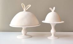 Lapin Collection Dome and Pedestals contemporary serveware by Tina Frey - Serveware - Ideas of Serveware - Lapin Collection Dome and Pedestals contemporary serveware by Tina Frey Designs Ceramic Pottery, Ceramic Art, Pottery Plates, Ceramic Bowls, Cerámica Ideas, Cake Dome, Paperclay, Cake Plates, Cool Ideas
