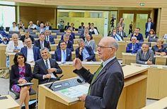 Launiges und Nachdenkliches über Demokratie: Bundestagspräsident Norbert Lammert im Landtag Foto: Landtag