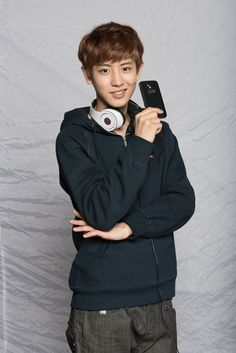 Chanyeol...he forever has those headfones around his neck. That's my kinda man ^^