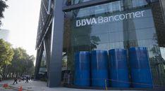 Santander y BBVA reciben ya de sus principales mercados latinoamericanos más beneficios que de España. Nominalmente son entidades financieras ibéricas, aunque la diversificación de sus fuentes de ingresos no dice lo mismo. Si la internacionalización de los dos grandes españoles le proporcionó un ...