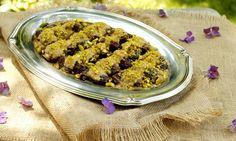Turmeric & Saffron: Ranginak - Persian Date Dessert (Recipe Persian Desserts, Persian Recipes, Pistachio Dessert, Saffron Recipes, Iran Food, Iranian Cuisine, Ramadan Recipes, Ramadan Food, Arabic Food