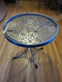 30 Creative Ways To Upcycle Old Bicycle Parts - HomelySmart Old Bicycle, Bicycle Art, Unique Furniture, Diy Furniture, Recycling Furniture, Furniture Design, Refinished Furniture, Repurposed Furniture, Chair Design