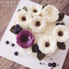 """When people say """"Quite common buttercream flower Anemone is made by 'KIM&CAKE Real Anemone Style' """", that makes me really proud and happy💜 I'm trying to make more new flowers for my students (or friends) and my book. 킴앤케이크 아네모네스러워요~ 라는 말이 가장 뿌듯해요🤗 #bakingclass#buttercream#cake#baking#수제케이크#weddingcake#버터크림케이크#꽃#flowers#buttercake#플라워케이크#wedding#버터크림플라워케이크#specialcake#birthdaycake#flower#장미#rose#디저트#케이크#cupcake#dessert#food#beautiful#부케#bouquet#instacake#꽃스타그램#flowercake#peony@yoon2222222"""