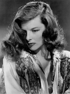 Tips and history about Katharine Hepburn clothing style. Timeless fashion trend and icon - Katharine Hepburn was one of those actors. Katharine Hepburn, Audrey Hepburn, Old Hollywood Glamour, Golden Age Of Hollywood, Vintage Hollywood, Hollywood Stars, Classic Hollywood, Hollywood Icons, The Philadelphia Story
