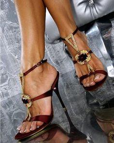 Sapato Feminino Scarpin Salto Alto Laço Nude R$ 120,00
