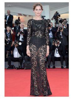 Laetitia Casta, Top 35 des stars qui ont un jour osé porter des robes transparentes | Page 7