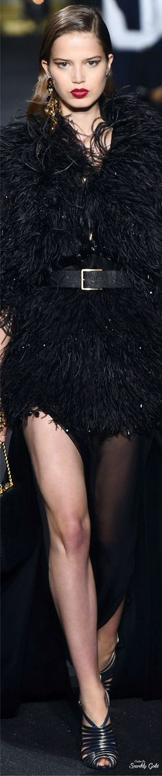 Fall 2016 Couture featuring Highlights from Elie Saab Feather Fashion, Boho Fashion, High Fashion, Fashion Design, Autumn Fashion, Couture Fashion, Runway Fashion, Fashion 2016, Elie Saab Couture