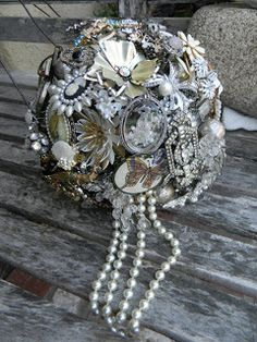 Buque de broches com detalhes pendurados Off To Australia This Brooch Bouquet fit for a Queen | Brooch Bouquets