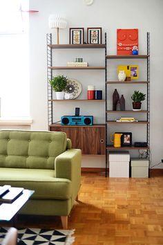 北欧家具を語るうえで、欠かせない存在といえば「string」の壁掛収納。