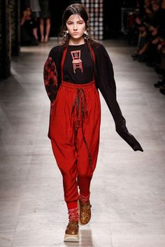 Vivienne Westwood Autumn/Winter 2016 Ready-To-Wear Collection | British Vogue