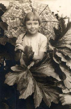 vintage-photo-little-girl-holds-parasol