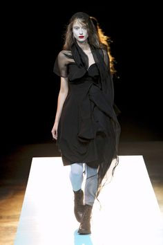 Yohji Yamamoto at Paris Fashion Week Spring 2011 - Runway Photos