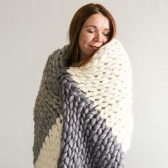 Betty Blanket Knitting Kit, with giant Knitting needles. Giant Knitting, Knitting Kits, Arm Knitting, Diy Blankets No Sew, Knitted Blankets, Chunky Blanket, Chunky Yarn, Knit Basket, Knitting Accessories