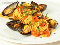 Spaghetti con le cozze e i pelati: Ricetta Tipica Campania | Cookaround