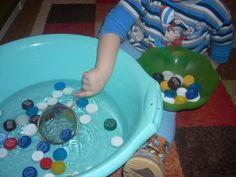 Игры с крышками вылавливание ситечком из воды