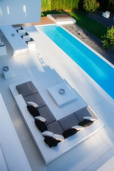 A swimming pool is a profitable home facility. With the swimming pool, the house becomes refreshing. Here are some swimming pool designs outside the door and inside. Swiming Pool, Swimming Pools Backyard, Swimming Pool Designs, Pool Landscaping, Lap Pools, Backyard Pool Designs, Backyard Patio, Backyard Ideas, Patio Planters