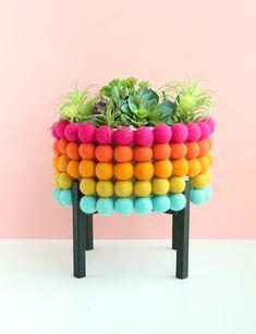 Farbenfroher Blumentopf mit Pompoms l Regenbogen Ständer l Deko selber machen l DIY Rainbow Pom Pom Planter-6