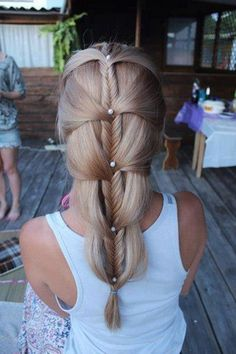 Adorable hairstyles are hard to do but once it gets done, you're definitely going to fall in love with it. Just like with this fishtail braid in cascading strands of hair with cute little pearl pins. Makes you feel like a mermaid.