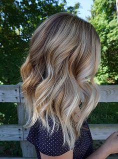 Vanilla blonde balayage. Chunky wavy hair. @kjb_hair