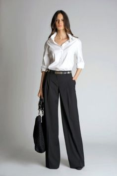 Love this classic outfit, especially the wide leg pants. (Belted wide-leg pants 2012 by St. Office Fashion, Work Fashion, Fashion Advice, Fashion Pants, Fashion Blogs, Fashion Sandals, Mode Chic, Mode Style, Office Outfits