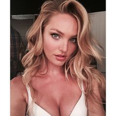 Cassandra - 22 YO - France Candice Swanepoel born 20 October is a South African model best known for her work with Victoria's Secret. In she came in on the Forbes top-earning models list. Swanepoel was born and raised in a small town. Make Up Looks, Selfie Tips, Summer Makeup Looks, Modelos Fashion, Behati Prinsloo, Doutzen Kroes, Christy Turlington, Victoria Secret Angels, Victorias Secret Models