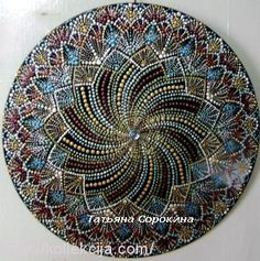 PUNTILLISMO, POINT TO POINT Dot Art Painting, Mandala Painting, Mandala Art, Painted Plates, Dots Design, Pointillism, Rock Art, Painted Rocks, Decorative Plates