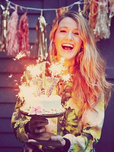 Blake Lively Gets 'Attacked' By Bees and Still Makes Her Own Birthday Cake http://greatideas.people.com/2014/09/02/blake-lively-birthday-cake-preserve/
