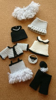 100均糸で着せかえ編みぐるみAセットまとめ | 野の花手芸噺 Crochet Doll Dress, Crochet Barbie Clothes, Doll Clothes Barbie, Barbie Dress, Knitted Dolls, Doll Clothes Patterns, Baby Knitting, Crochet Baby, Teddy Bear Clothes