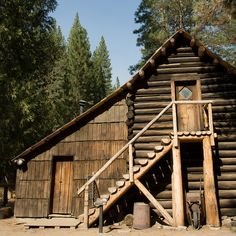 Rustic Cabin Life added a new photo. Old Cabins, Log Cabin Homes, Cabins And Cottages, Cabins In The Woods, Small Cabins, Stone Cabin, Hunting Cabin, Little Houses, My Dream Home