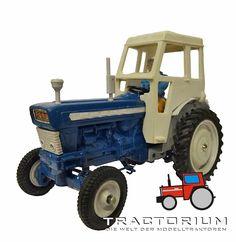 Britains 9527 Ford 5000 Traktor 1/32