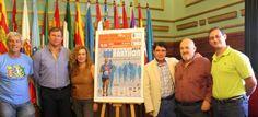 José Manuel Estévez acompañado por patrocinadores de la Media Maratón